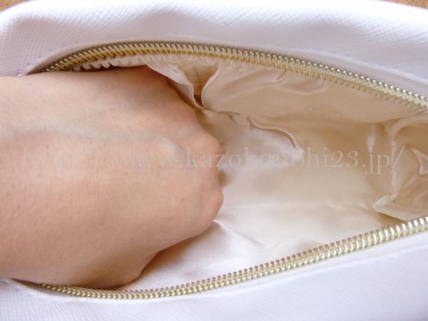フェリーチェトワコのおまけポーチの色は白。縫製もしっかりしていて、どこに持っていっても大丈夫そうです。