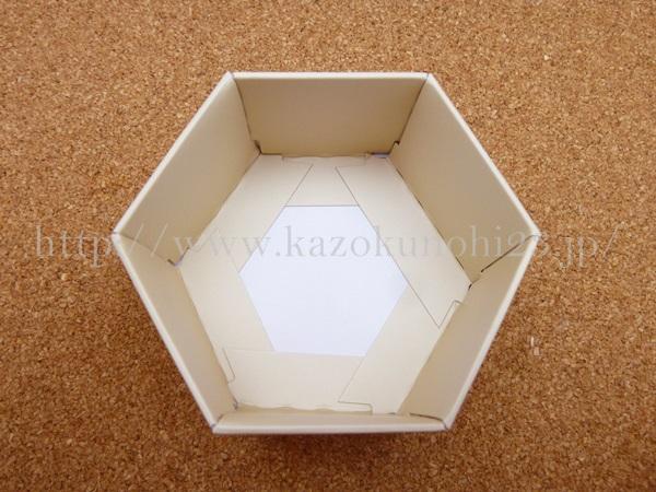 山田養蜂場のマヌカハニークリームの入っていた紙箱。思っているよりしっかりとしてます。