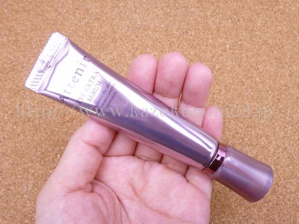 クリームタイプの目元美容液。骨格を選ばずに誰にでもベストな効果が期待できるので、おすすめの目元美容液です。