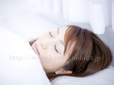 規則正しい睡眠で室の良い睡眠を得ることで、冬の乾燥肌対策になります。