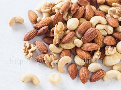 ビタミンEを多く含むナッツなども大人ニキビ改善には良い食べ物です。