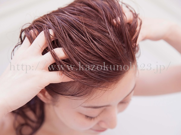 髪の毛や頭皮のケアに美容オイルを利用する時の注意点などを調べてみました。