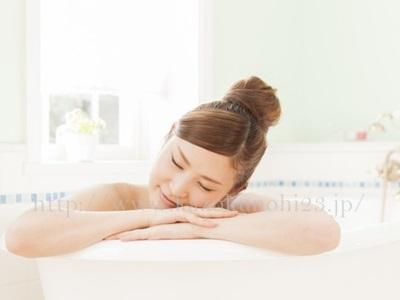大人ニキビは寝不足が原因?睡眠と肌荒れの関係を徹底解説で、40度のぬるま湯でゆっくり湯船に入るのも良いです。