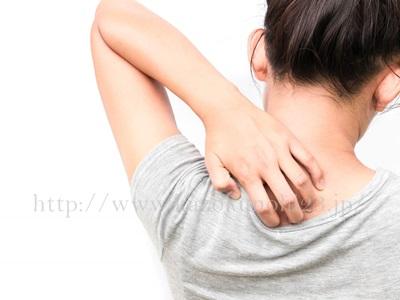 間違ったクレンジングは敏感肌の原因に!正しい選び方と使い方を徹底解説。服による摩擦なども敏感肌原因となりうる