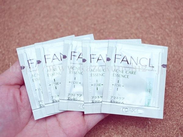 ファンケル アクネケア エッセンス(医薬部外品)5パウチ入っていました。
