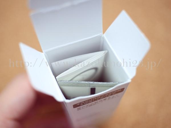 無添加スキンケアであるファンケルの目元・口元クリームの小箱を覗いてみました。