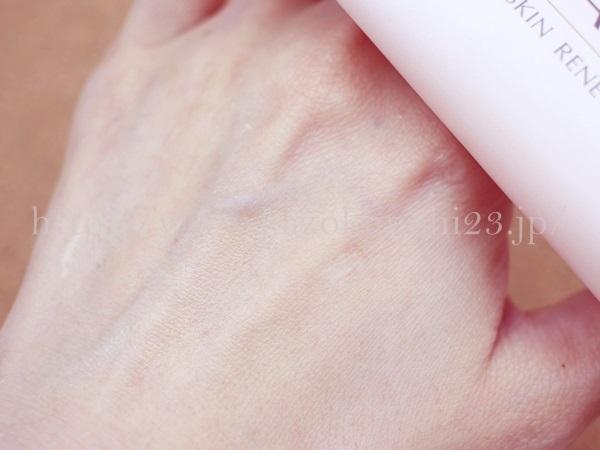 ファンケルスキンリニューアルパックの肌なじみを写真付きで口コミ報告します。リニューアルパックを5分ほど放置してから洗い流したところ、肌がつるつるになっていました。