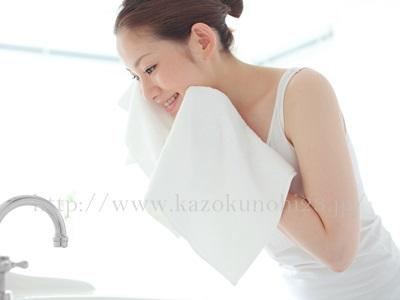 間違ったクレンジングは敏感肌の原因に!正しい選び方と使い方を徹底解説、タオルでゴシゴシしないことが大事です。