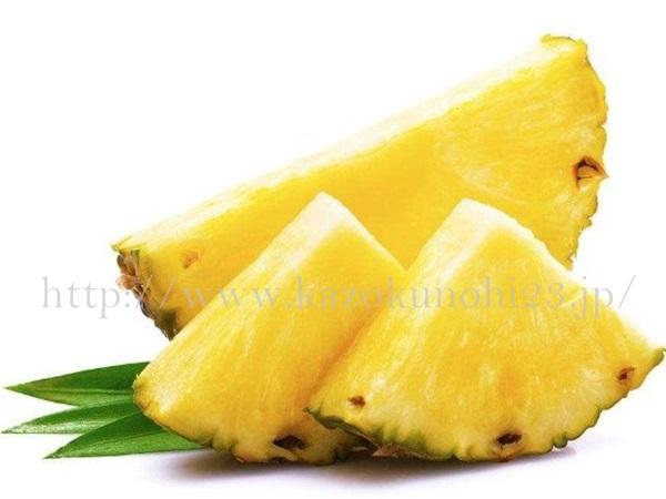 酵素洗顔の主な成分には、古い角質に作用してくれるパイナップルやパパイヤなどが使われます。