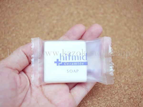 小林製薬のヒフミドスキンケアの洗顔石けんは四角です。