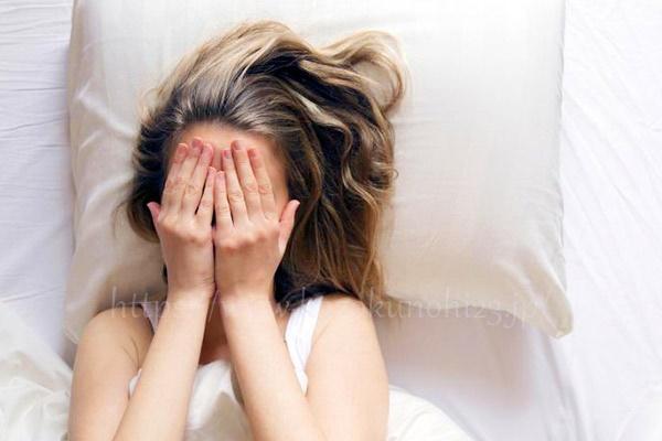 顔がくすむ原因と改善方法