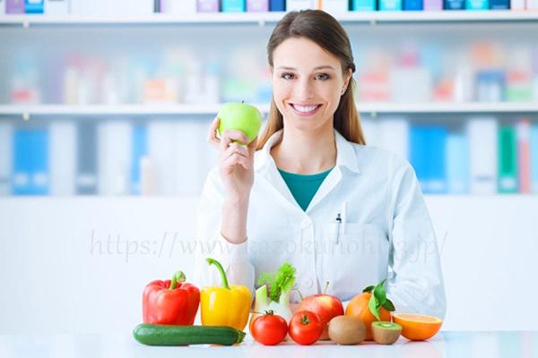 コラーゲンの生成を助ける食事をする