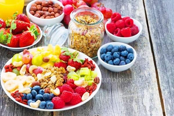美白効果のある食べ物を摂取する