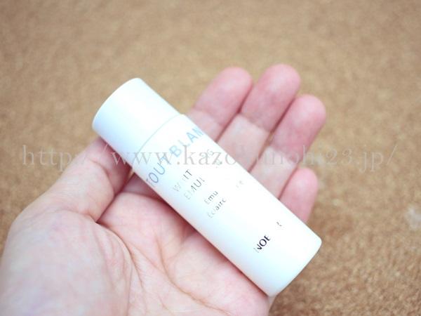 ヤクルトトゥブラン美白乳液の使用感を写真付きで口コミ報告していきます。