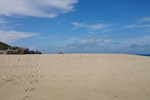 琉白のサイトをのぞいてたら沖縄写真というページを発見。青い空がたくさんだったので、私も数年前に沖縄で撮影した写真をのせてみました。素敵な青空って難しい。