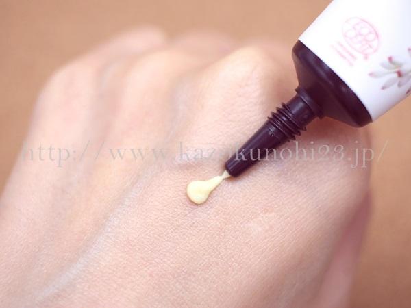 オーガニック化粧品 月桃デイモイストクリーム6gを使用しているところを撮影。琉白 月桃ナイトリペアオイルの質感や使う順序などを報告してます。