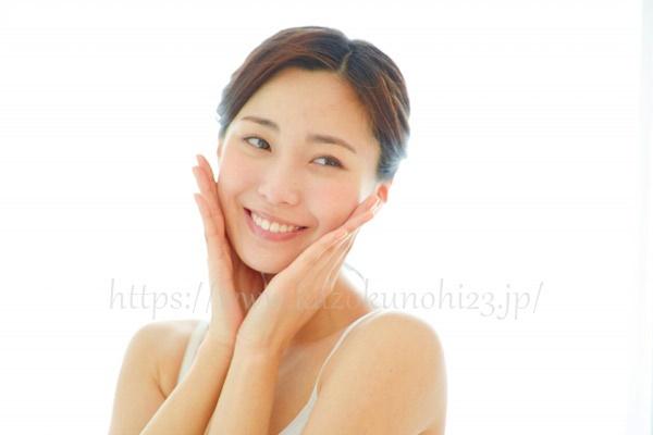 化粧水は適量を2~3回に分けてハンドプレスでつけよう