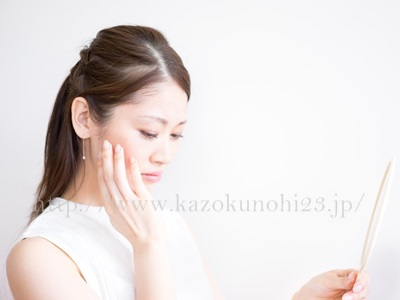 美白有効成分はすべて安全というわけではありません。肌に作用しすぎることにより、白く抜けてしまう肌トラブルが起きたこともあったようです。