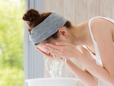 拭き取りクレンジング後の洗顔は必要か否かについての画像。軽い洗顔は必要派の私としては、必要と思います。