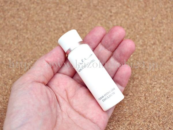 マキアレイベル クリアエステエマルジョン乳液の肌なじみや使用感を写真付きでクチコミしていきます。