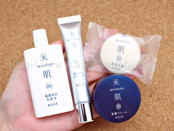 米肌美白お試しセットを購入して体験した感想を写真つきで口コミ公開中。左から順に美白化粧水・美白美容液・上が肌潤石鹸・下が肌潤クリームとなります。