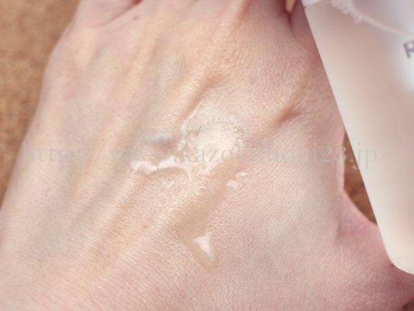 RMKスキンチューナースムーサーというのは、保湿液ではあるのですが、化粧水であるグローミストがいつでも使えるタイプのミストということもあり、化粧水の役割も果たせるようになっているみたいです。
