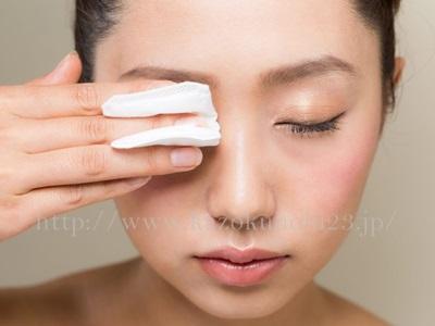 毎日の拭き取りクレンジングは肌トラブルの原因に!?正しい使い方とは