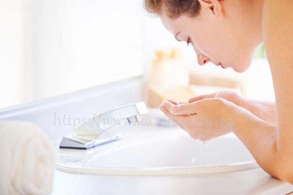 まずは汚れをしっかり落とすケア&水分と美容成分の補給!